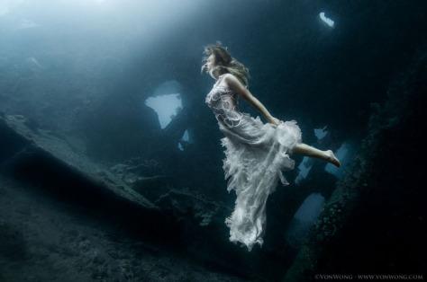 underwater-shipwreck-photoshoot-bali-3